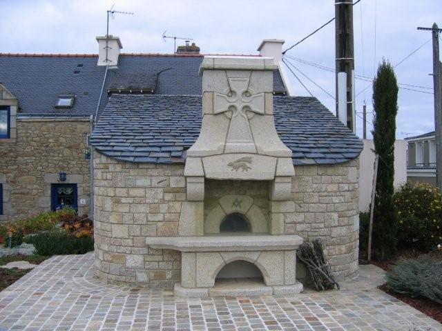 four pain int gr dans un abri de jardin atp sp cialiste en taille de pierre dans le morbihan 56. Black Bedroom Furniture Sets. Home Design Ideas